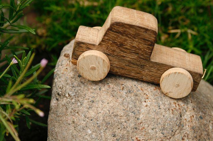 Holzspiele für Draußen - Grundlagen Holzbearbeitung