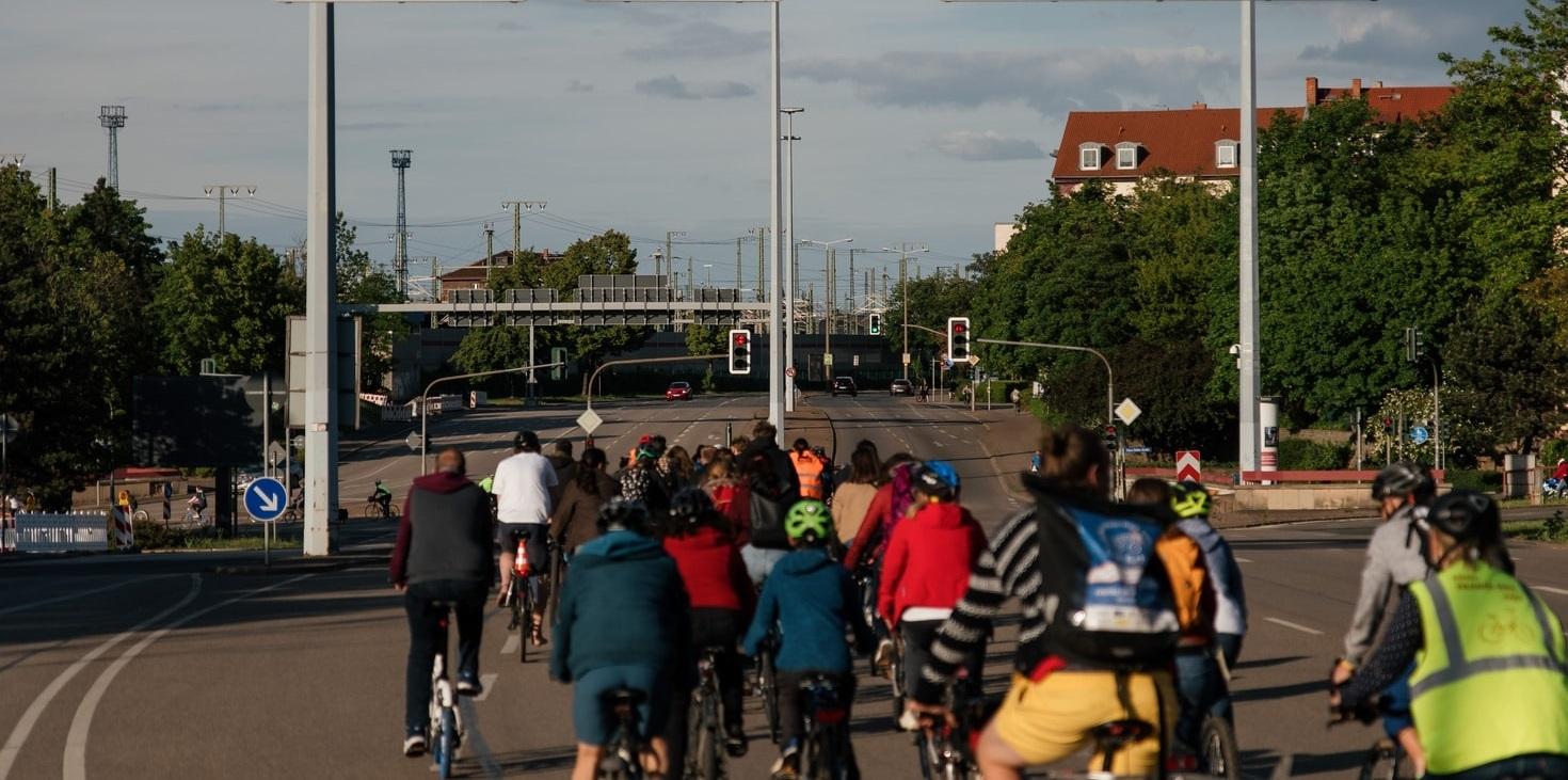 Fahrraddemo gegen den Ausbau der A4!